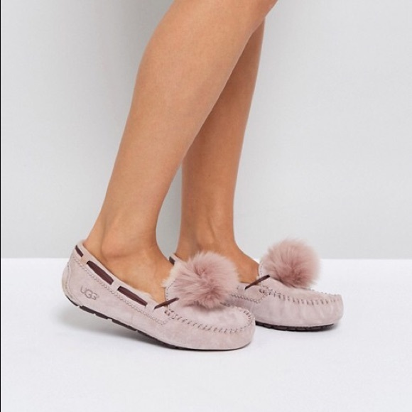 070c1a99175 Ugg Dakota Pom Pom fur Slippers